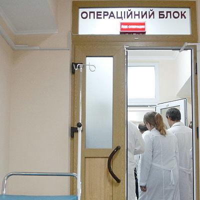 Трехлетний мальчик, которого мать выбросила из окна, умер в киевской больнице