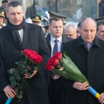 Виталий Кличко возложил цветы к памятнику воинам-афганцам
