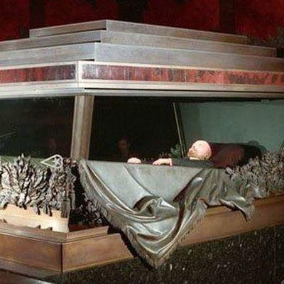 В РФ предлагают похоронить тело Ленина