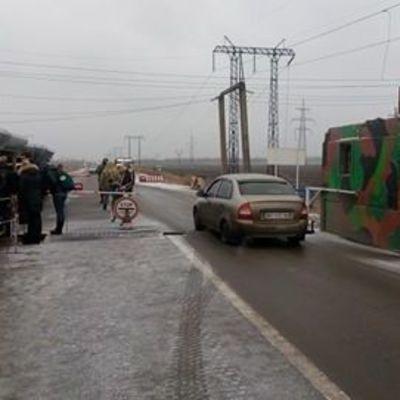 Боевики дважды обстреляли дорожный коридор вблизи Марьинки с минометов и гранатометов