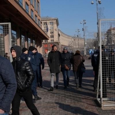 Митингующие в Киеве готовятся к долгой осаде
