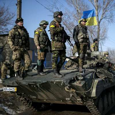 Десантник ВСУ прямым попаданием уничтожил БМП боевиков (Видео)