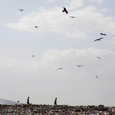 Трагедия в Эфиопии: более 50 человек погибли под оползнем из мусора (Фото)