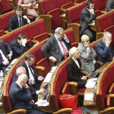 Депутаты возвращаются в Раду делить кресла и деньги