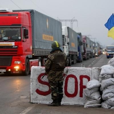 Перевозки грузов через линию разграничения остановлено, - пограничники