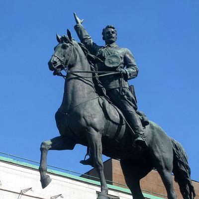 Памятнику Щорсу в Киеве подвергся вандализму (Фото)