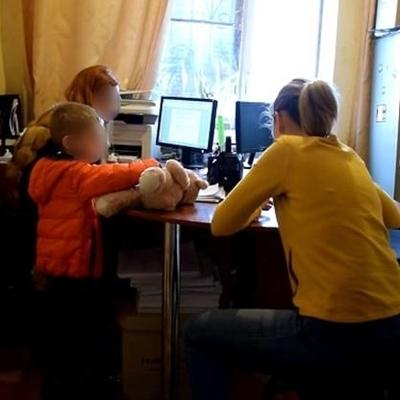В Киеве женщина жестоко избила приемную дочь