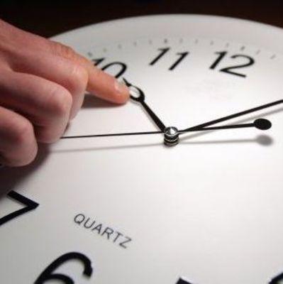 Переход на летнее время: На выходных переводят стрелки часов
