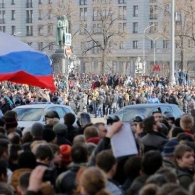 Как минимум 3-4 сотни тысяч человек скоро будут на Тверской, - блогер Рабинович