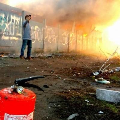 В Киеве Петровку «окутало» огнем (фото, видео)