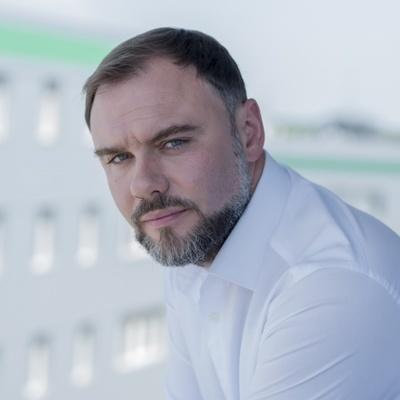 Дкпутат от фракции БПП задекларировал автомобиль «Teslа», 88 патентов и 2,6 млн благотворительных пожертвований