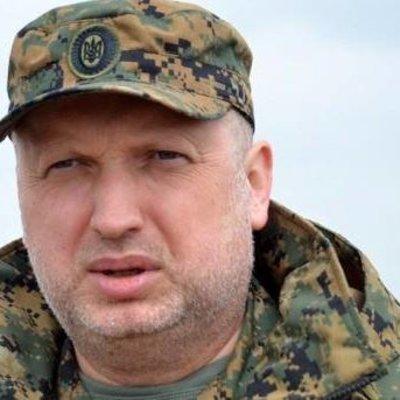 Турчинов рассказал, как в начале войны вооружал уголовников