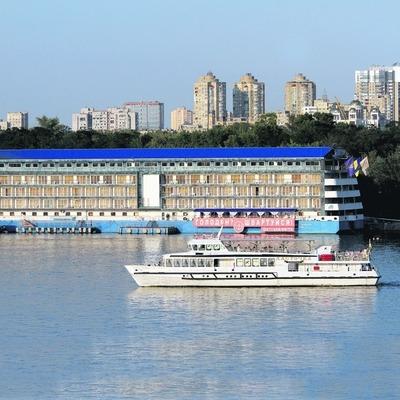 В Киеве запустили пробный рейс речного транспорта
