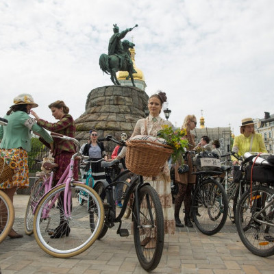 В Киеве прошел ретро-заезд на велосипедах (Фото, видео)
