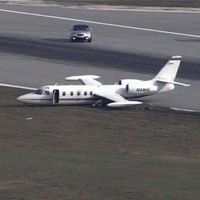 «Мягкое» приземление: из-за потери колеса самолет пришлось сажать в экстремальных условиях