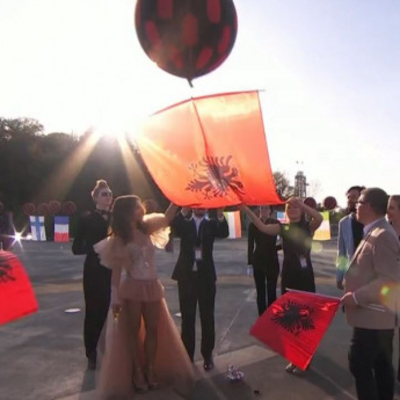 Зрелищное открытие «Евровидения-2017»: конкурсанты запустили в небо шары с флагами своих стран