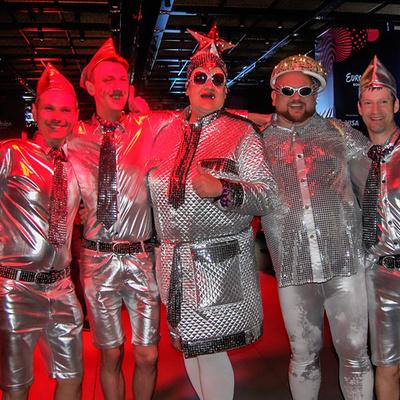 Фурор на «Евровидении-2017»: Немецкие фанаты нарядились в Верку Сердючку и ее танцоров