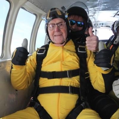 101-летний ветеран Второй мировой стал старейшим парашютистом мира (фото)