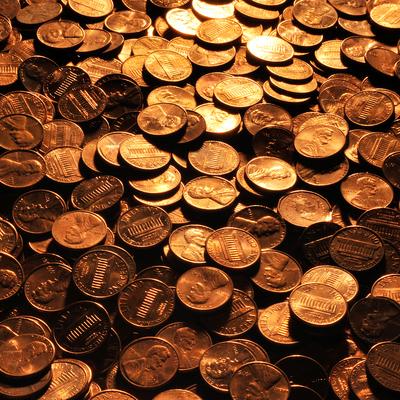 Художник высыпал кучу золотых монет и наблюдал за реакцией людей