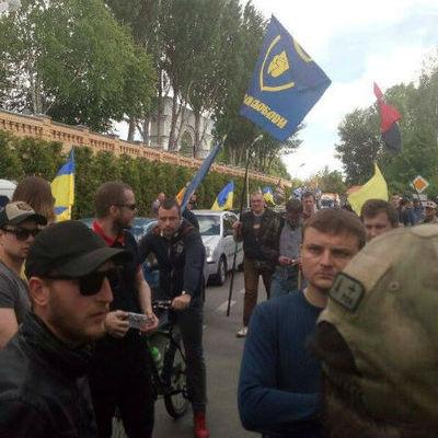 Как националисты пикетировали имение Порошенко (Фото)