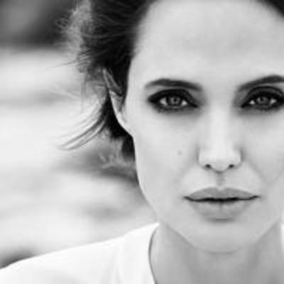Не в себе: Анджелина Джоли разговаривает с давно умершей мамой