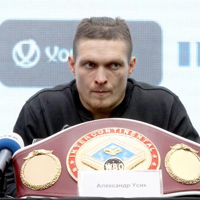 Усик заявил, что готов драться хоть в Москве
