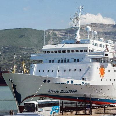 Полный провал: Круизное судно из России в оккупированный Крым идет полупустым