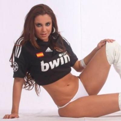 Модель Playboy выполнила пикантное обещание в честь 12-го Кубка чемпионов Реала (Фото 18+)