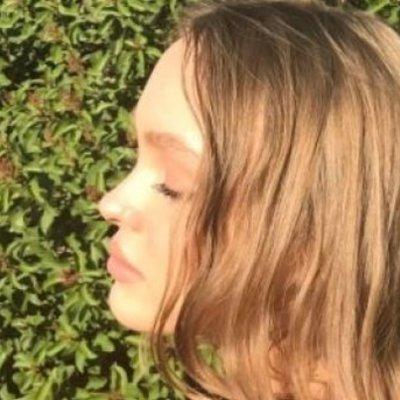 Дочь Джонни Деппа показала, как загорает топлес
