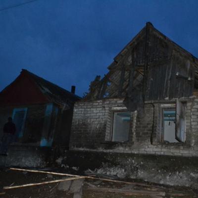 В Марьинке обстрелы повредили 20 зданий, дома двух семей разрушены до основания