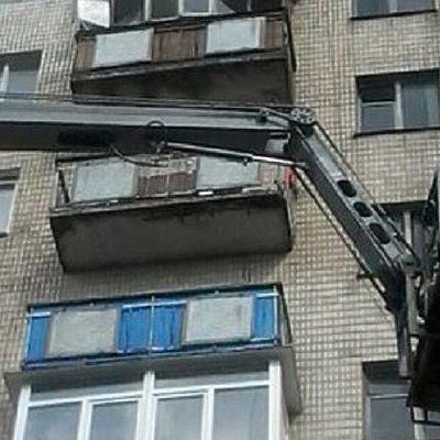 В Хмельницком обвалился балкон жилого дома (фото)