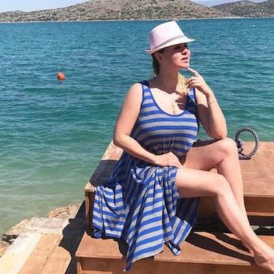 «Молодая и красивая!»: Анна Семенович восхитила пляжным фото