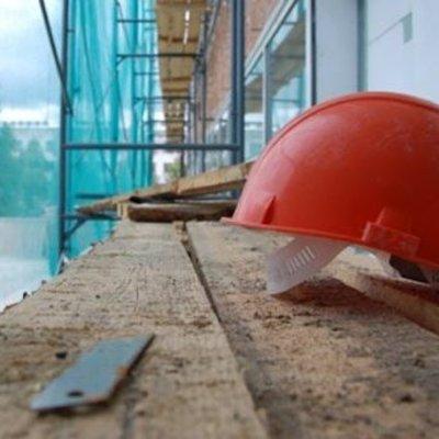 На одной из столичных строек строитель упал с высоты (Фото)