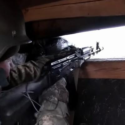 На Донбассе напали на бронемашину с денежным обеспечением для подразделений боевиков: водитель и кассир убиты, - ГУР