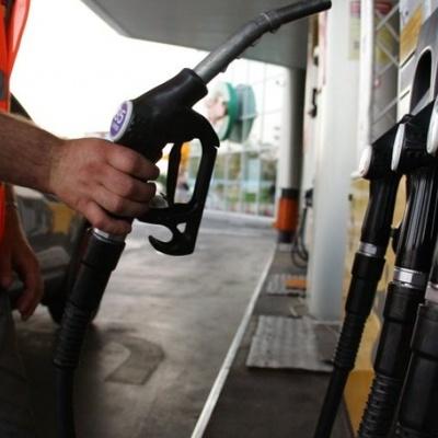 Во Франции запретят все бензиновые и дизельные автомобили