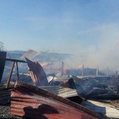 На Закарпатье загорелась турбаза - горят три деревянных здания (фото)