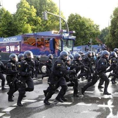 Полиция применила водометы против участников беспорядков в Гамбурге (фото, видео)