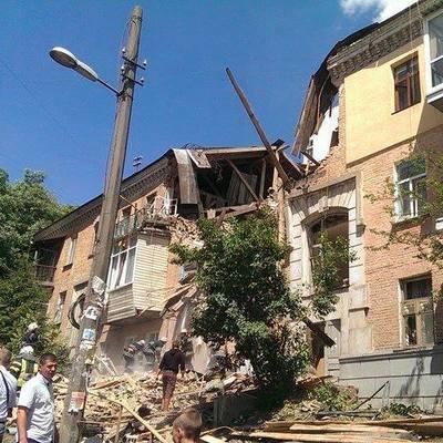 Мощный взрыв прогремел в Киеве: рухнул жилой дом, есть пострадавшие (Фото)