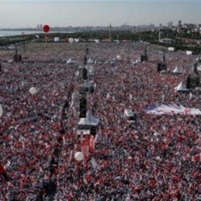 В Стамбуле сотни тысяч людей вышли на митинг против турецких властей
