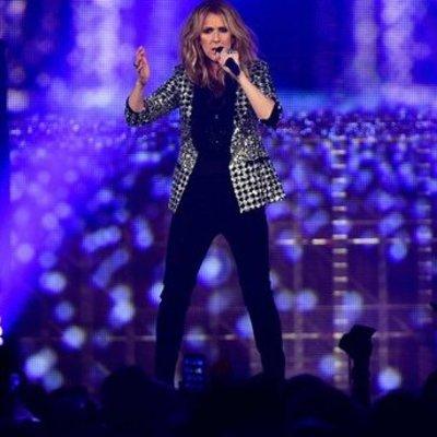 Рваные джинсы и необычный жакет: Селин Дион поразила эффектным образом (фото)
