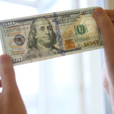 В Украине доллар упал до «зимнего» курса