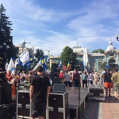 Опубликованы кадры масштабных протестов под Радой