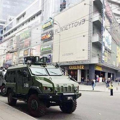 Чья бронетехника блокировала бизнес-центр в Киеве (фото)