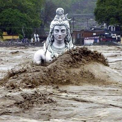 В результате наводнений в Индии погибли 85 человек
