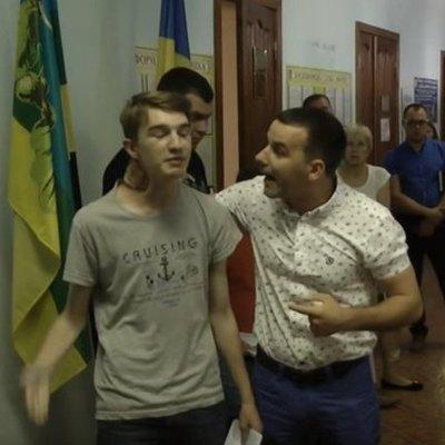 Депутат от БПП избил школьника-активиста из-за постов в Facebook