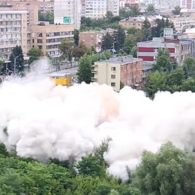 В Харькове зрелищно взорвали многоэтажное здание (Видео)