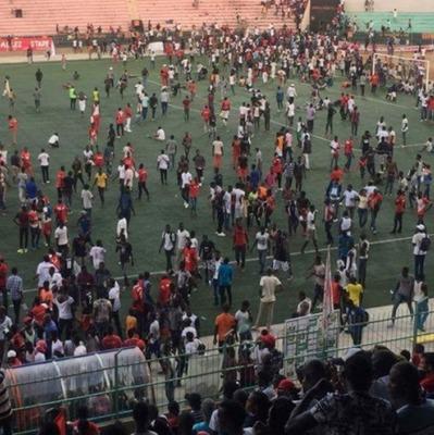 В Сенегале обрушилась стена стадиона, более полусотни пострадавших (Фото)