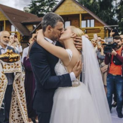 Тоня Матвиенко и Арсен Мирзоян поделились новыми фото со свадьбы