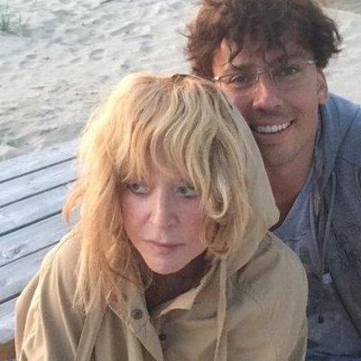 Дочь Галкина и Пугачевой порадовала танцами на пляже (видео)