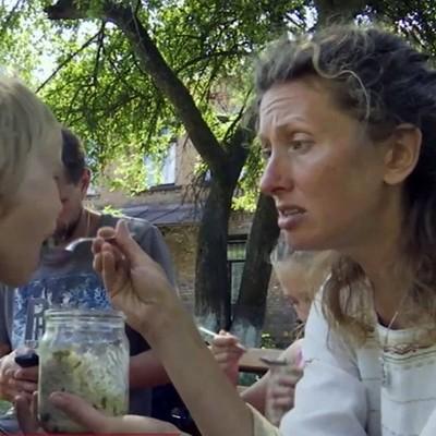 На Житомирщине из-за вегетарианства у родителей соцслужбы отобрали детей